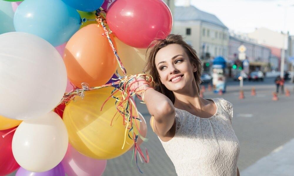 Девушка с воздушными шарами