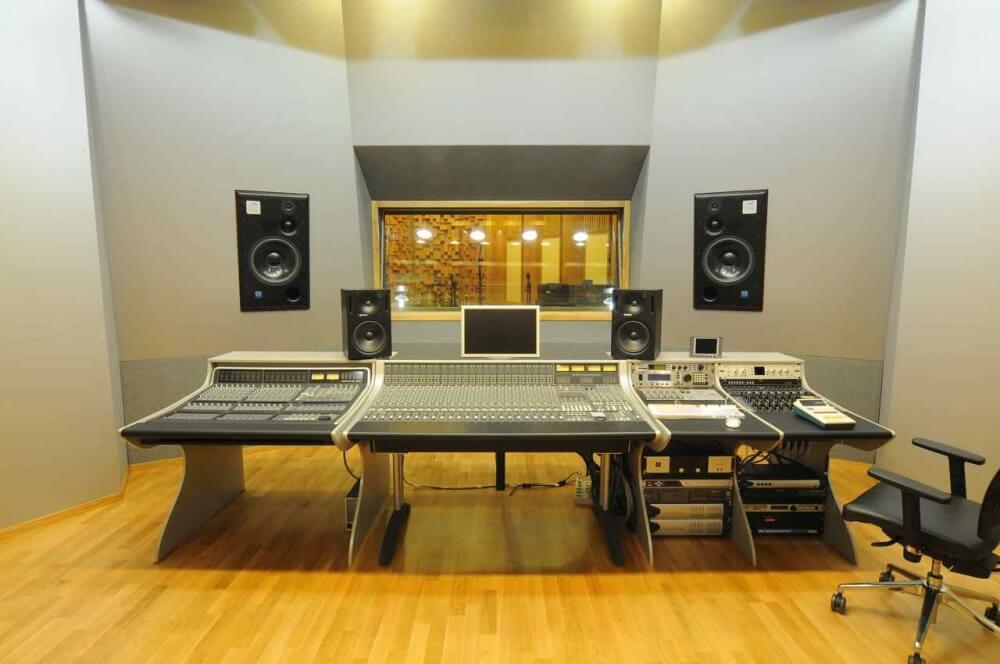 Как открыть студию звукозаписи?